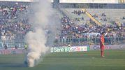 Lancio di fumogeni dalla curva del Brescia (Fotolive)