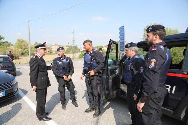 Continuano le ricerche. Sul luogo anche il comandante interregionale dei carabinieri Aldo Visone (Foto Schicchi)