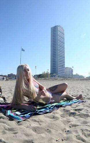 C'è chi si è accontentato dell'abbrozzantura all'ombra del grattacielo (Foto Ravaglia)
