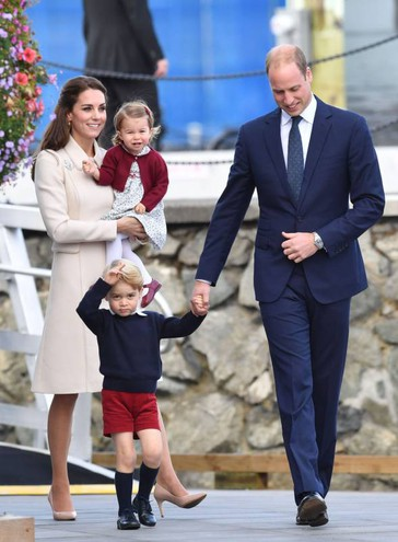 William e Kate coi figli (Lapresse)