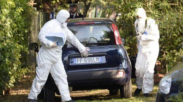 I reparti scientifici dei carabinieri sul luogo del ritrovamento (Spf)