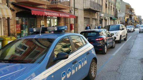 Porto Sant'Elpidio, la tabaccheria rapinata (Foto Zeppilli)