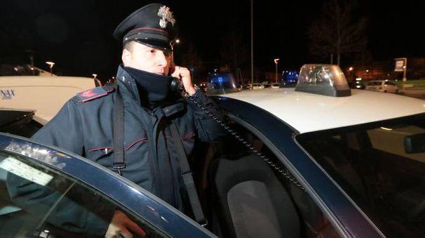 I carabinieri stanno identificando tutti  i soggetti coinvolti nella rissa (foto d'archivio)