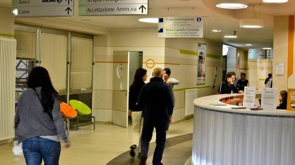 L'atrio di ingresso dell'ospedale Maggiore (Cavalleri)