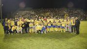 Una foto di gruppo per celebrare la promozione in Lega Pro (foto Zeppilli)