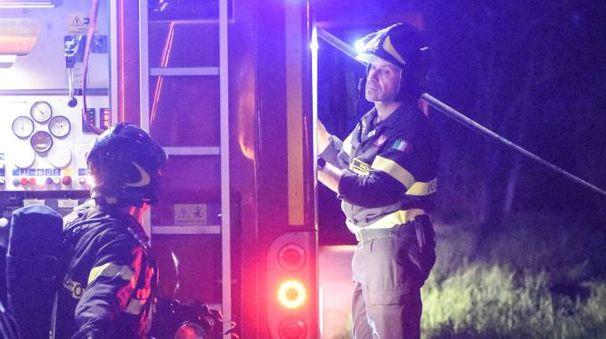 I vigili del fuoco del distaccamento di Civitanova (foto De Marco)
