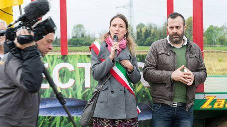 Il sindaco Sara Santagostino all'ultima manifestazione