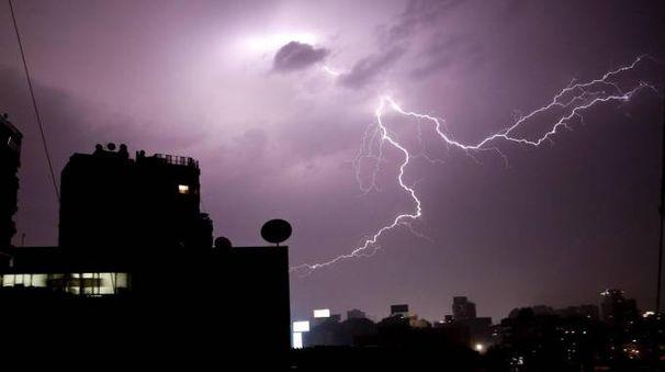 Intensa attività di fulmini legata al maltempo di eri sera (Ap)