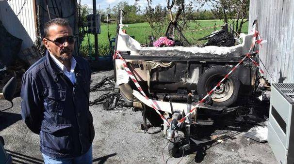 La roulotte distrutta dall'incendio (Artioli)