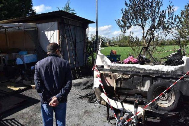 L'incendio è scoppiato nella notte tra Pasqua e pasquetta (Artioli)