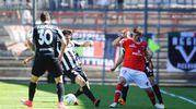 Un contrasto di gioco in Perugia-Ascoli (foto LaPresse)