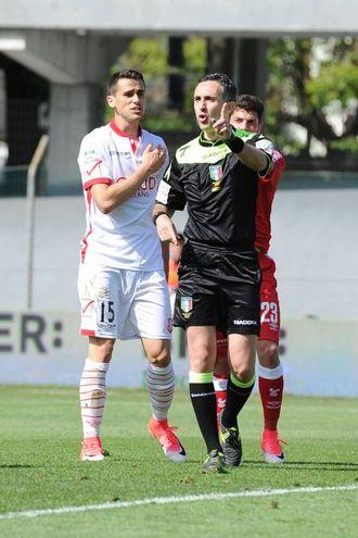 Lasagna protesta con l'arbitro (foto LaPresse)