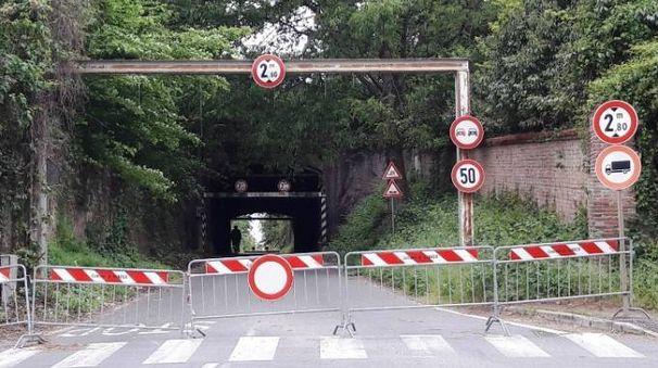 a strada che attraversa la villa è stata chiusa