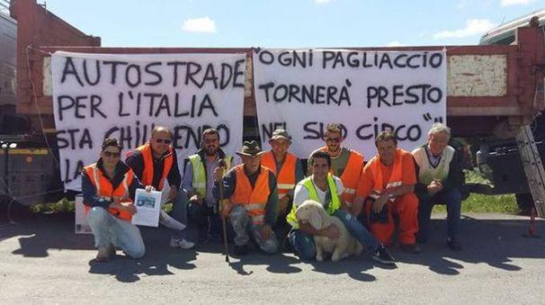 Ponte chiuso dopo il crollo in A14, maxi protesta dei lavoratori della Baldini