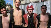 Alcuni figuranti durante la sfilata (foto Cappelli)