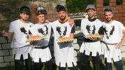La battaglia delle uova, giovani del rione Nuovo (foto Cappelli)