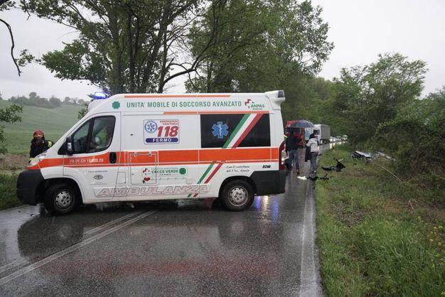 L'autista della panda, un 70enne residente a Piane di Montegiorgio, è stato trasferito con urgenza al pronto soccorso (foto Zeppilli)