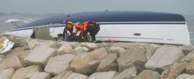 Rimini, i soccorsi dopo il naufragio della barca a vela (Foto Migliorini)