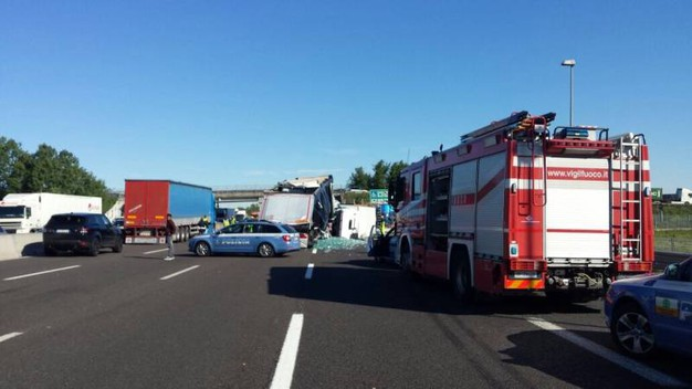 I soccorsi dopo l'incidente in A1