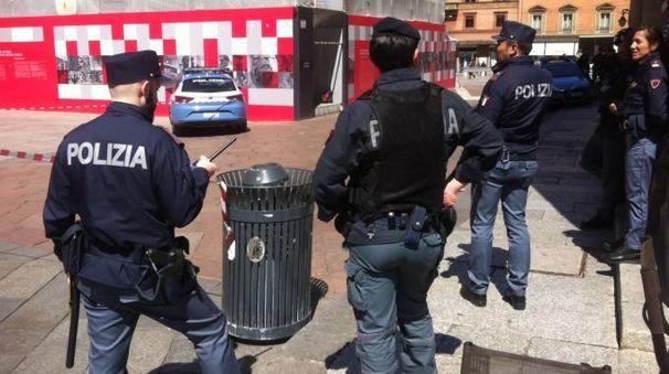 La zona di piazza del Nettuno transennata per l'allarme bomba (foto Schicchi)