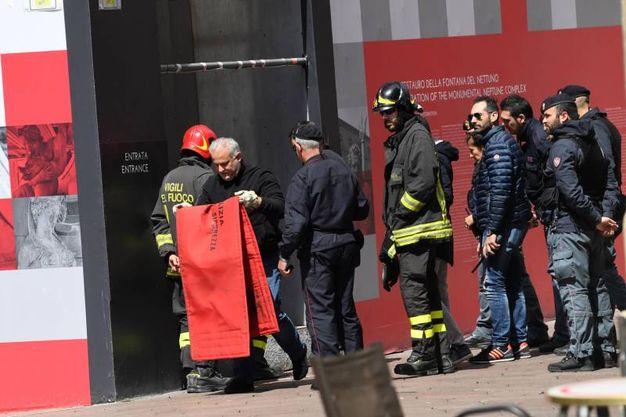 I vigili del fuoco all'ingresso del cantiere del Gigante (Schicchi)