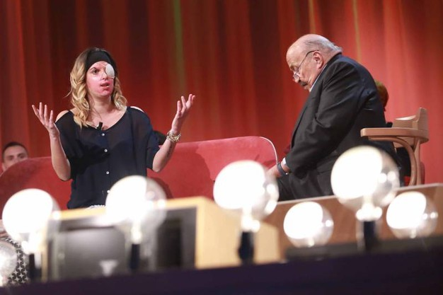 Gessica Notaro in tv da Costanzo durante la registrazione della prima puntata del nuovo ciclo dello show (foto LaPresse)