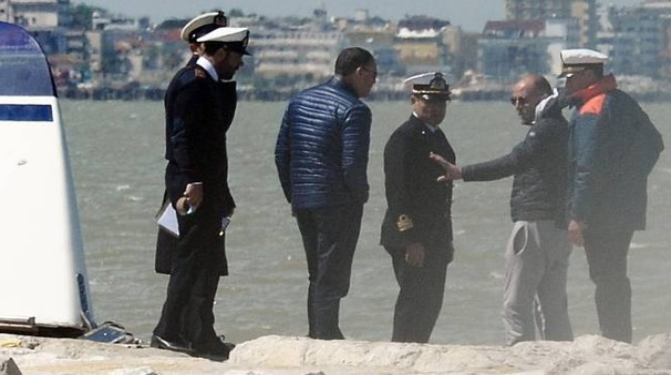 Luca Nicolis, uno dei sopravvissuti alla tragedia, sul luogo del naufragio (foto Migliorini)