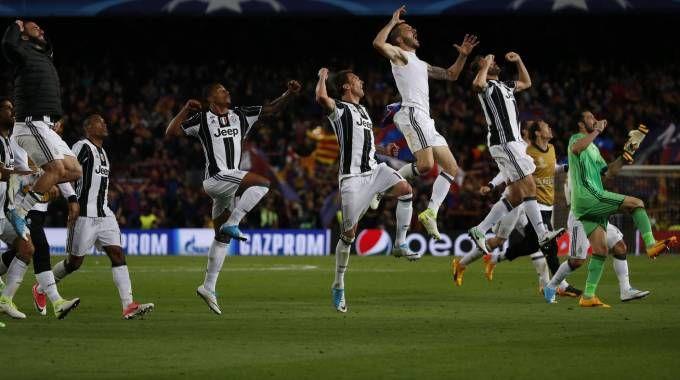 La Juve festeggia la conquista della semifinale di Champions (Afp)
