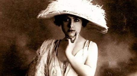 Elena Seracini Vitiello, alias Francesca Bertini, è stata la regina del cinema muto nel 1915. Daniele Nuti la ricorda in un video collage