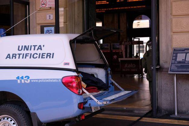 Gli artificieri alla stazione (FotoSchicchi)