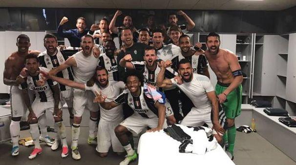La gioia della Juventus dopo il pareggio al Camp Nou (foto da Twitter)