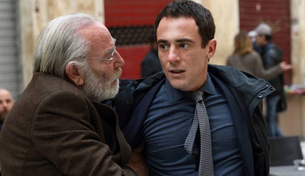 Renato Carpentieri e Elio Germano in una scena del film – Foto: Claudio Iannone/Rai Cinema