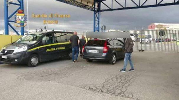 L'arresto di El Ruso in un frame del video della Gdf di Brescia (Ansa)
