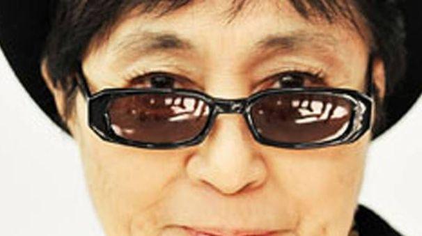 Primo piano di Yoko Ono