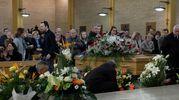 """""""Questo silenzio e  questa presenza partecipata sono la testimonianza di quanto Patrizio abbia vissuto bene il suo tempo e di quanto di buono abbia lasciato a tutti"""", ha detto il parroco don Matteo (Foto Print)"""
