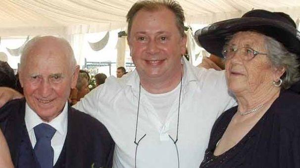 Lele Mora con il papà Arno e la mamma  Almerina Pavan, entrambi deceduti