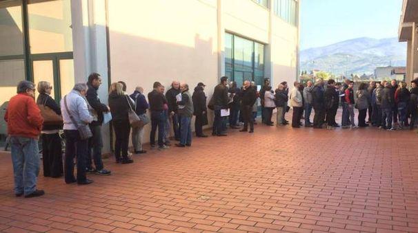La fila di stamattina (venerdì 21) davanti ad Equitalia
