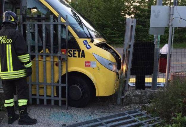 Uno degli autobus rubati dal deposito di via Peruzzi