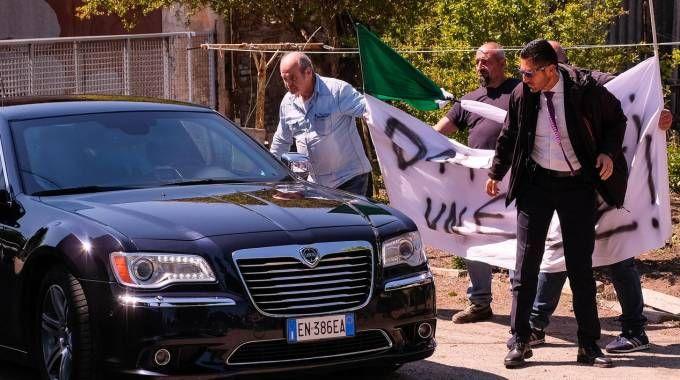 Il ministro Minniti a Budrio contestato dagli amici di Davide Fabbri (foto Schicchi)