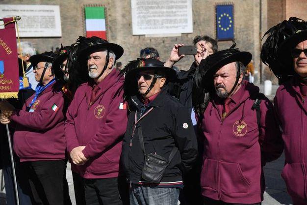 Il pubblico presente al momento della deposizione (Foto Schicchi)