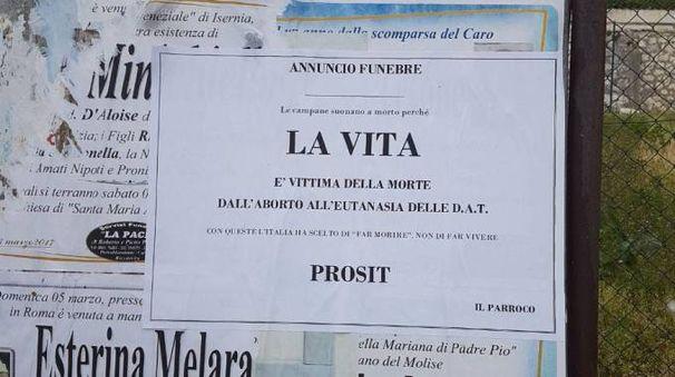 Il necrologio contro il biotestamento affisso in Molise (Ansa)