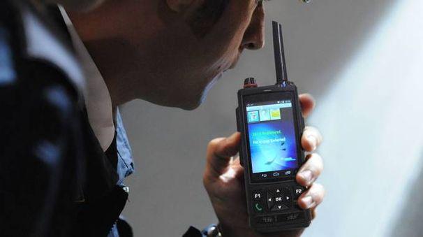 Uno degli apparecchi rice-trasmittenti utilizzati dalle forze dell'ordine