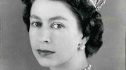 Elisabetta II nell'ottobre del 1957 (Olycom)