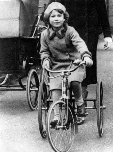 Bambina nel 1936 (Olycom)