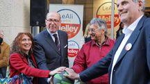 Guido Melley al punto elettorale inagurato l'altro pomeriggio in piazza Sant'Agostino