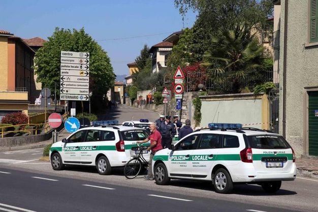 Moltissimi gli agenti delle forze dell'ordine (alcuni arrivati anche da Milano) (Ansa)