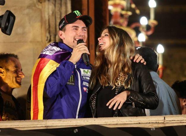 Jorge Lorenzo con la compagna Nuria Tomas (Olycom)