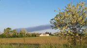 Incendio a Cinisello, colonna di fumo visibile a km di distanza