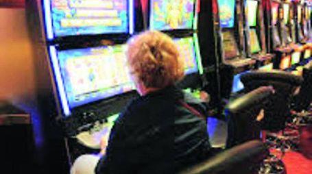 Una donna di 65 anni in un mese ha perso 790mila euro alle slot machine