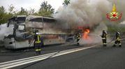 L'autobus in fiamme sulla Pedemontana